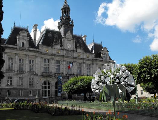 Historic Limoges, just 30 minutes away / Limoges n'est qu'à 30 minutes