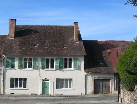 In the heart of a peaceful village / au coeur d'un village pittoresque